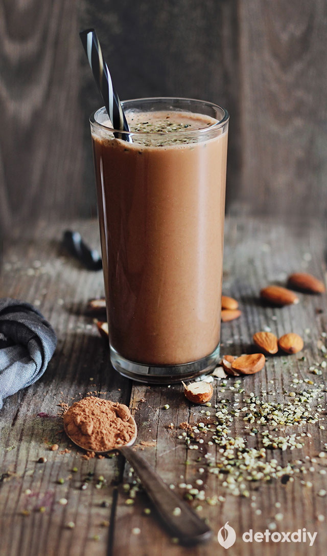 Chocolate Protein Smoothie (All-Natural)- this is one of the healthiest, most protein rich chocolate smoothies you will ever have! It is packed with whole, all-natural ingredients like almond milk, hemp seeds and raw cacao powder. You need to try this!
