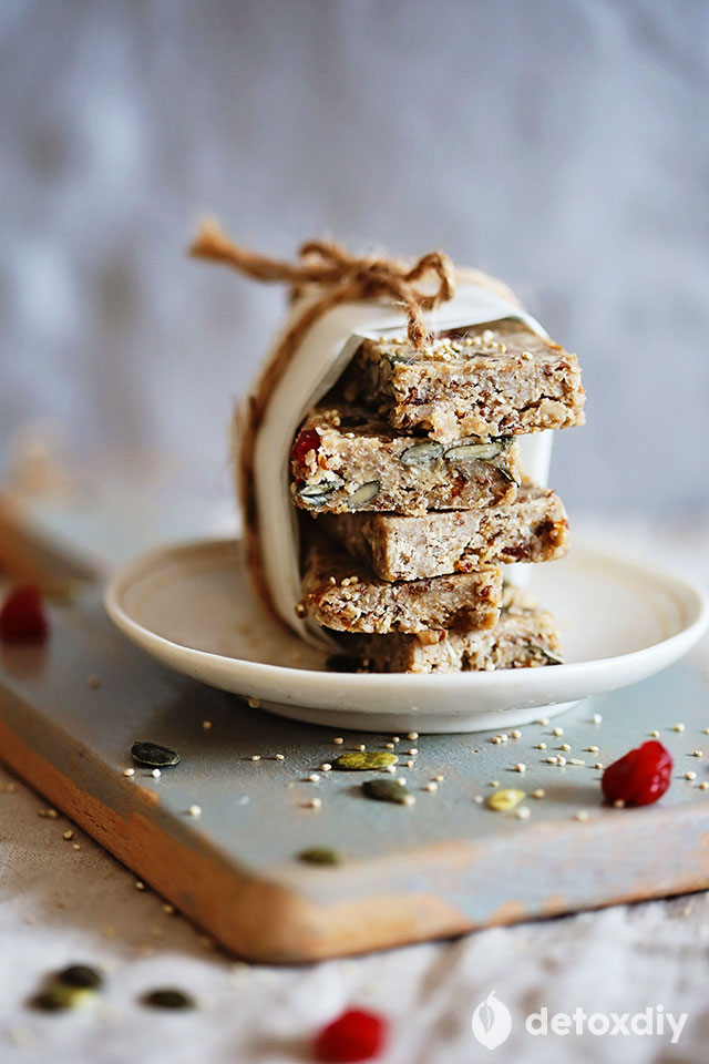 raw quinoa bars