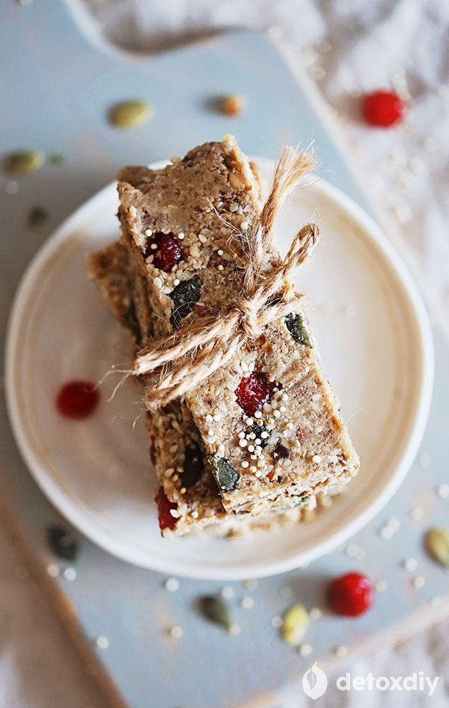 You've just got to try these energizing raw quinoa bars. They're loaded up with protein and make a great choice before a workout. Portable and satisfying thanks to oats, quinoa, nuts, seeds, and fruit.