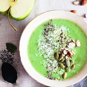 Green Apple and Spirulina Smoothie Bowl