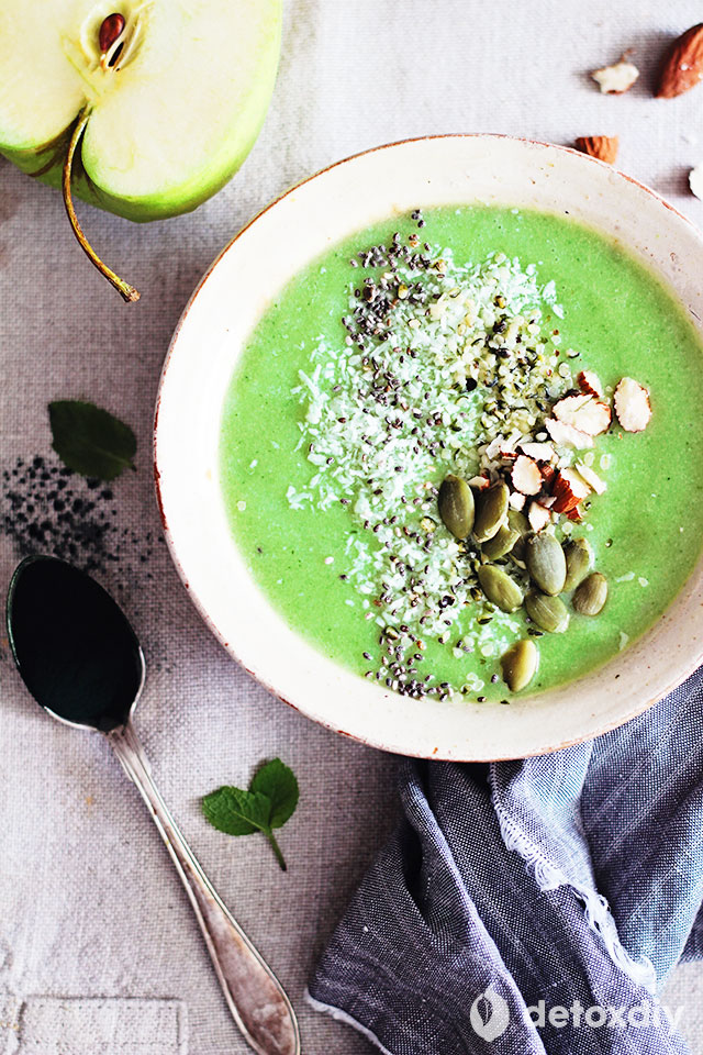 Get all of the powerful nutrition from spirulina in our green apple and spirulina detox smoothie bowl. A wide range of vitamins, minerals, and amino acids make a great way to start the day.