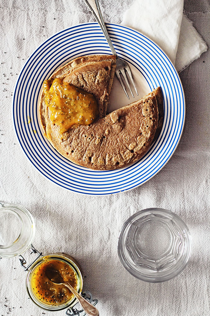 pancakes with chia jam