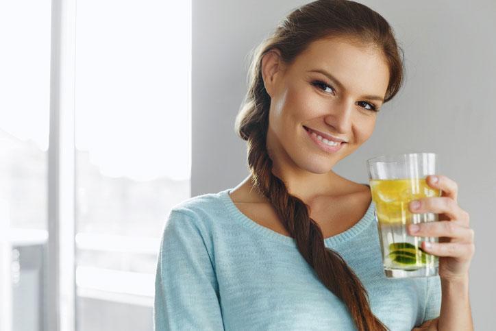drinking detox water