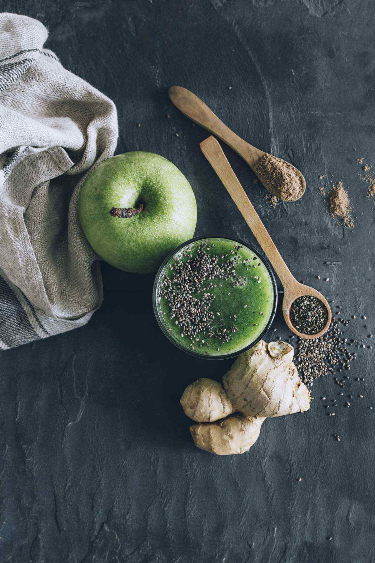 green apple and chia seed smoothie